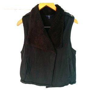 GAP Black Faux Fur Vest Size Medium